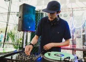 Максим Маратович DJ Maxi Skratch преподаватель курса по скретчу «Scratch Dj» в диджей «Школе Звука».