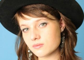 Каляева Арина - преподаватель курсов: сольфеджио, теория музыки, фортепиано.